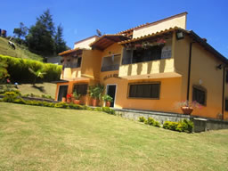 House in the Mountains of Santa Elena